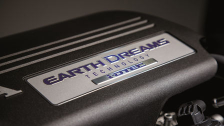 Nahaufnahme des Honda Earth Dreams-Motors.