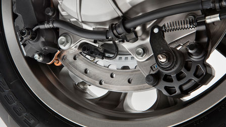 Nahaufnahme des Dual-Combined Braking Systems einer Honda Gold Wing.